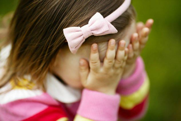 Cách giúp bé vượt qua sự nhút nhát