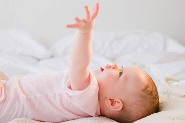 Các kỹ năng quan trọng của bé dưới 3 tháng