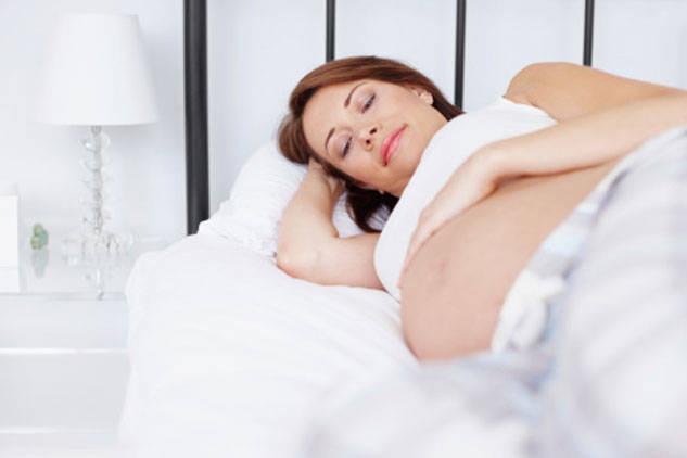 Lưu ý tư thế nằm ngủ tốt cho mẹ bầu